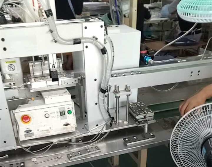 吸膜片机械手
